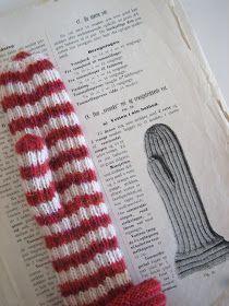 """Mange har spurt etter denne oppskriften, og her kommer den. Den er fra boken """"Strikkebog for barneskolen og hjemmet"""" av Caroline Halvorsen,... Knit Mittens, Baby Knitting, Gloves, Crochet, Inspiration, Fair Isles, Knits, Tricot, Crochet Hooks"""