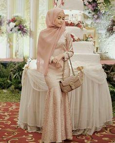 Kebaya Modern Hijab, Kebaya Muslim, Muslim Dress, Kebaya Hijab, Dress Outfits, Fashion Dresses, Hijab Fashion, Hijab Outfit, Women's Fashion