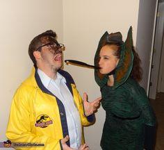 Dilophosaurus and Dennis Nedry (Jurassic Park) - 2012 Halloween Costume Contest Creative Halloween Costumes, Couple Halloween Costumes, Cool Costumes, Cosplay Costumes, Halloween Ideas, Costume Ideas, Amazing Costumes, Halloween Queen, Halloween 2015