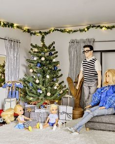 How We Redecorated the Culligan Dollhouse for The Holidays - Emily Henderson Barbie Room, Barbie Dolls Diy, Barbie Fashionista Dolls, Doll Clothes Barbie, Barbie Doll House, Barbie Life, Barbie Dress, Diy Doll, Juste Zoe