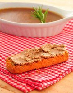 El paté casero de hígado de cerdo es un alimento muy rico en proteínas, ideal para los niños, por ejemplo para las meriendas infantiles, ya que a ellos les