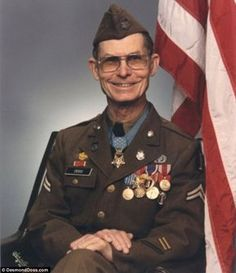 Desmond Doss awarded a Medal of Honor for saving 75 lives during brutal Battle of Okinawa Military Men, Military History, Military Weapons, Harry Truman, Desmond Doss, Conscientious Objector, Medal Of Honor Recipients, Combat Medic, Usmc