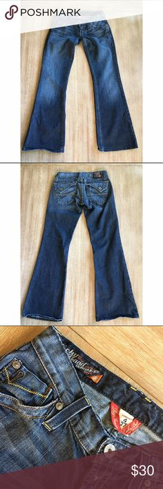 Lucky Brand Darkwash Bells Size 27 Adorable darkwash bells with back flap pockets. Like new. Size 27. Lucky Brand Jeans Flare & Wide Leg