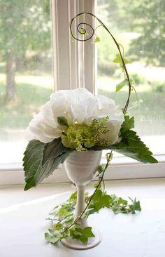 Wedding flower decoration. Design by Elina Mäntylä, Valona Florana (Valona design) www.valona.fi Wreaths, Design, Home Decor, Decoration Home, Room Decor, Bouquet, Interior Decorating, Floral Arrangements