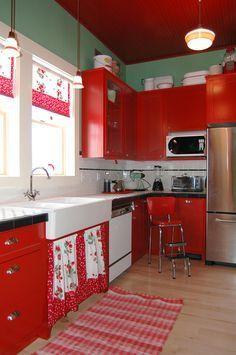Vintage Kitchens: 10 Fabulous Photos for Inspiration | The Decorating Files | DecoratingFiles.com #retrohomedecor