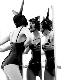 'Spanish Noir' Channels Spirit of Helmut Newton by Sergi Pons for Marie Claire Spain