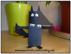 Le Loup qui l education sentimentale - Education Animal Projects, Animal Crafts, Projects For Kids, Crafts For Kids, School Projects, Kindergarten Crafts, Preschool Themes, Activities For Kids, Wolf Craft