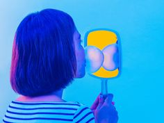 Girl with Bubblegum complementary - blue/yellow