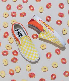 Vans Girls — Peachy keen: mix and match your favorite colors. Tenis Vans, Vans Sneakers, Converse, Vans Shoes Fashion, Custom Vans Shoes, Cute Vans, Vans Girls, Online Shopping Shoes, Fresh Shoes