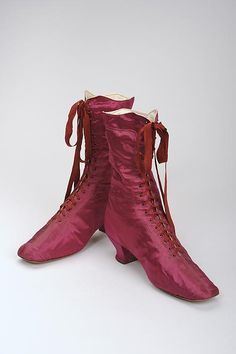 Red silk Victorian shoes, circa Courtesy of the Vienna Museum. Victorian Shoes, Victorian Fashion, Vintage Fashion, Victorian Era, Edwardian Shoes, Vintage Outfits, Vintage Boots, Antique Clothing, Historical Clothing