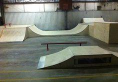 indoor skateparks U. Scooter Ramps, Bmx Ramps, Skateboard Ramps, Backyard Skatepark, Kids Garage, Mini Ramp, Skate Ramp, Basement Inspiration, Room Ideas Bedroom