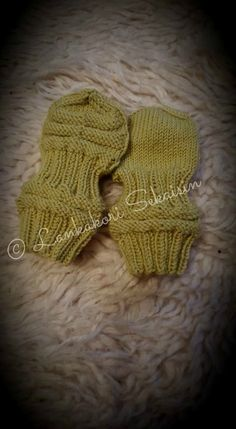 Fingerless Gloves, Baby Knitting, Arm Warmers, Knitwear, Knitting Patterns, Hello Kitty, Projects To Try, Crochet, Baby Things