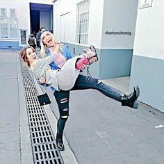 Laura Marano And Rydel Lynch xD