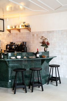 Veggie Restaurant, Restaurant Design, French Restaurants, Green Marble, Glass Roof, French Interior, Vintage Chairs, Open Kitchen, Open Concept