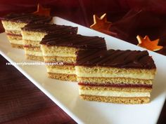 Raspberrybrunette: Medové rezy bez vaľkania cesta  Úžasne jemný a vlá... Czech Recipes, Russian Recipes, Sweet Recipes, Cake Recipes, Hungarian Desserts, Layered Desserts, Croatian Recipes, Paleo Sweets, Best Food Ever