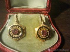 Pendientes de oro con rubi y piedra de onix S XIX Pendientes de oro con rubi y piedra de onix S XI