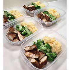 Lunch: Cajun Chicken Breasts w/ Steamed Broccoli & Garlic Cheddar Mashed Cauliflower See my previous post for Cajun chicken recipe. Mashed cauliflower recipe on my website. by username_dopeaf Sunday Meal Prep, Lunch Meal Prep, Meal Prep For The Week, Healthy Meal Prep, Healthy Snacks, Healthy Eating, Healthy Recipes, Keto Recipes, Juice Recipes