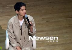 This will have to be a quick description … On April 17, Song Joong Ki held a well-attended fan meeting in Seoul! I'm really more about the eye candy, though, there were some fun …
