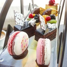 Sweet treat to the end of the day @level43dubai #HighTea #dessert