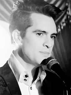 those eyebrows >>> Brendon Urie doab // stand up sing hallelujah
