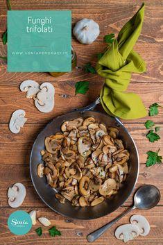 Se come me ami i funghi non lasciarti sfuggire la ricetta che ti pronongo oggi: i #funghitrifolati sono facili da preparare e deliziosi! Ti confesso che amo tutte le varietà di funghi, indistintamente: porcini, finferli, pioppini, cardoncelli... ognuno ha le sue particolarità e ogni specie di fungo si adatta alla perfezione a mille ricette diverse. Italian Recipes, Vegan Vegetarian, Food Ideas, Stuffed Mushrooms, Fish, Drink, Chocolate, Meat, Vegetables