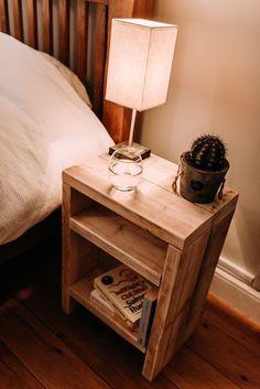 Resultado de imagen para wood pallet bedside table