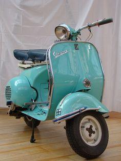 Turquoise Vespa ~ want it! Vespa Vintage, Vintage Cars, Vintage Props, Vintage Italy, Retro Cars, Motor Scooters, Vespa Scooters, Azul Tiffany, Tiffany Blue