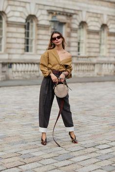 Un look working girl London Fashion Weeks, New York Fashion, Latest Fashion, Trends 2018, Street Style Looks, Street Style Women, Primark, Off Shoulder Bluse, Jean Vintage