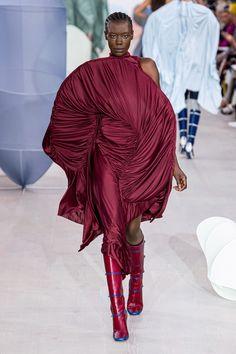 Richard Malone Spring 2020 Ready-to-Wear Fashion Show - Vogue London Fashion Weeks, New York Fashion, Fashion News, Fashion Trends, Big Wedding Dresses, Wedding Dress Trends, Catwalk Fashion, High Fashion, Vogue Paris