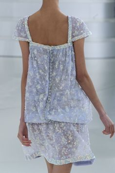 View all the detailed photos of the Chanel haute couture spring 2014 showing at Paris fashion week. Chanel Couture, Style Haute Couture, Spring Couture, Fashion Week, Runway Fashion, High Fashion, Coco Chanel, Inspiration Mode, Chanel Fashion