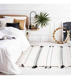 Neutral room with rug for a modern and bohemian atmosphere #bedroom #home