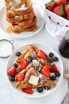 jump to recipe The BEST French Toast Recipe! It Is easy to make at home and the perfect breakfast for weekends or any day! Serve this light and fluffy french toast with butter, maple Awesome French Toast Recipe, Best French Toast, Healthy French Toast, Brioche French Toast, Brioche Bread, French Toast Recipes, Fluffy French Toast, Homemade French Toast, Think Food