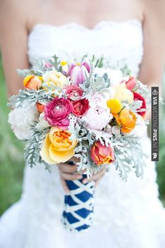 pink and orange wedding bouquet by Teagan Lee Milera Floral Design | VIA #WEDDINGPINS.NET