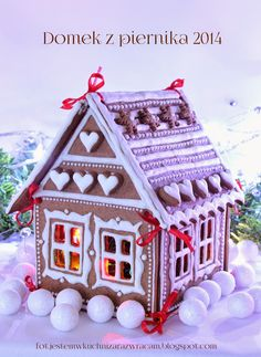 Our Very Best Christmas Cakes Gingerbread House Designs, Gingerbread Village, Gingerbread Decorations, Christmas Gingerbread House, Christmas Sweets, Christmas Baking, Gingerbread Cookies, Christmas Cookies, Christmas Time
