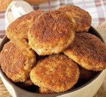 Crispy chicken nuggets, simple croquettes that combine goodies and fun! The second chicken for the whole family! Paleo Chicken Nuggets, Chicken Snacks, Chicken Recipes, Crispy Chicken, Bruschetta, Vegetable Cutlets, Chicken Croquettes, No Salt Recipes, How To Cook Chicken