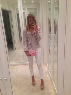 Lala Rudge  Casaco Chanel Regata Gap Calça Seven Bolsa Chanel Sapato Louboutin
