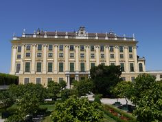 Discover Schönbrunn Palace on a virtual tour through the State Rooms of the Imperial summer residence in Vienna. State Room, Virtual Tour, Touring, Palace, Louvre, Mansions, House Styles, Building, Garden