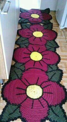 New crochet patterns for women ponchos stitches 45 ideas Crochet Mat, Crochet Carpet, Form Crochet, Crochet Flower Patterns, Crochet Home, Crochet Gifts, Filet Crochet, Crochet Doilies, Crochet Flowers
