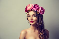 33 Stunning Summer Wedding Hairstyles-Summer wedding hairstyles are different, because brides have many options for long hair or medium hair. Consider using hairstyles with fresh flowers or flower crowns to complement your wedding theme and colours. Camo Wedding, Wedding Updo, Wedding Makeup, Formal Wedding, Wedding Ideas, Summer Wedding Hairstyles, Medium Hair Styles, Long Hair Styles, Bridal Braids