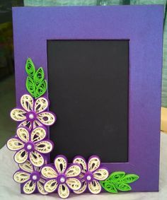 quilling designs for wall hangings Paper Quilling Patterns, Origami And Quilling, Neli Quilling, Quilling Craft, Quilling Ideas, Vbs Crafts, Paper Crafts, Quilling Photo Frames, Photo Frame Design