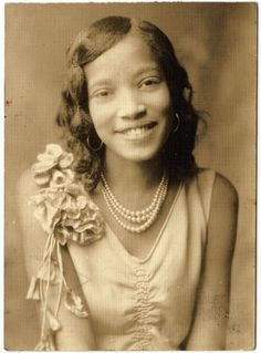 Girls w/ Pearls: Elizabeth Kyle-Hardy, 1920 > Attributed name: Browder Studios >  Date Created: 1920 >  Abstract: This portait photograph is believed to have been taken in knoxville. No other information is available. >   Tennessee State Department of Education Eras:       The Emergence of Modern America (1890-1930)