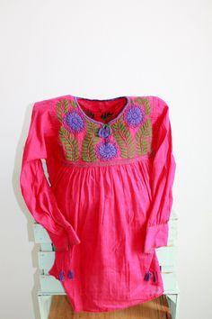 de ChiapasbyJUBEL en Etsy   #mexicanblouse #mexican #huipil #boho #folk #bohochic #ethnic #FridaKahlo #folkloric #peasant #blouse #waistloom #textil #hippie #mexicanpink