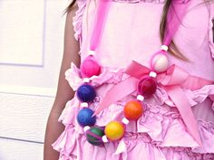 How to make a bubblegum necklace