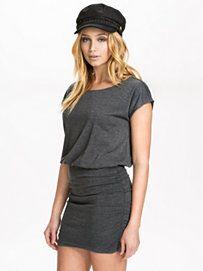 Jurken Met Korte Mouwen - Doordeweekse Jurken - Vrouw - Mode Online - Nelly.com