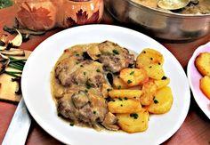 Recept z ruské kuchyně. Jde o ochucenou směs mletých mas ve tvaru biftečků servírovanou vpikantní smetanové omáčce shoubami a kapary. Ethnic Recipes