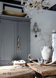 Kitchen rustic grey cupboards 54 new ideas Rustic Furniture, Painted Furniture, Grey Cupboards, Cabinets, Sweet Home, Interior Decorating, Interior Design, Rustic Kitchen, Kitchen Grey