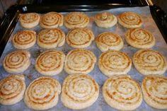 nekysnuté syrové špirálky Pie, Desserts, Food, Green Papaya Salad, Basket, Cooking Recipes, Torte, Tailgate Desserts, Cake