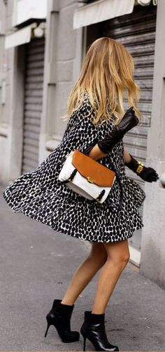 Vintage bag and gloves are the perfect accesories to your style