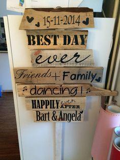 Wegweiser aus Holz, DIY, Hochzeit Boho Wedding, Wedding Day, Wedding Beach, My Perfect Wedding, A Day To Remember, Festival Wedding, Diy Projects To Try, Special Day, Wedding Events