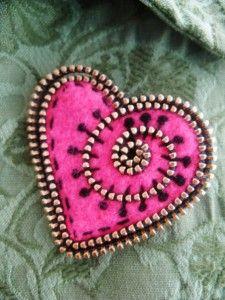 Reciclar cremalleras en broche corazón, para San Valentin